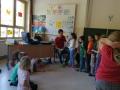 Musikschullehrer stellen Instrumente vor