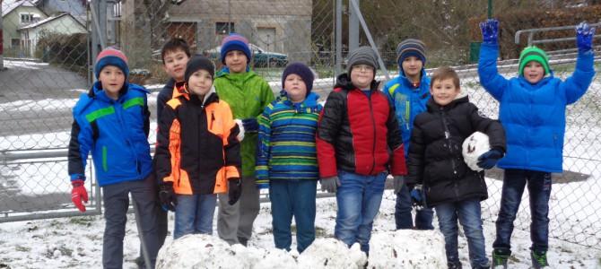 1. Schnee im Schulgarten