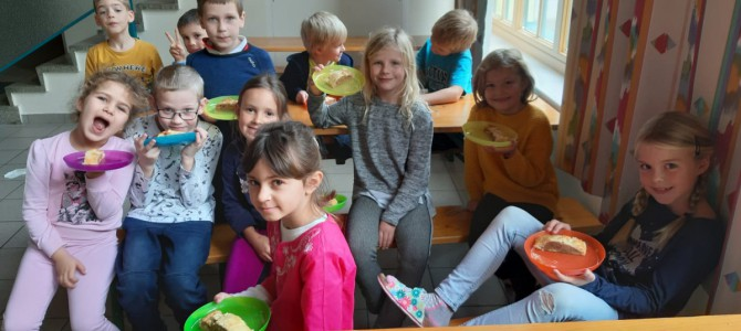 Apfelstrudel backen in der 1. Schulstufe